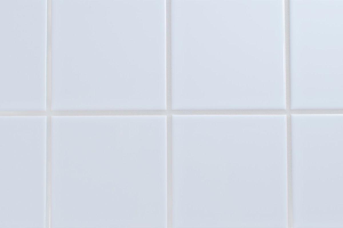 płytki łazienkowe w kolorze białym